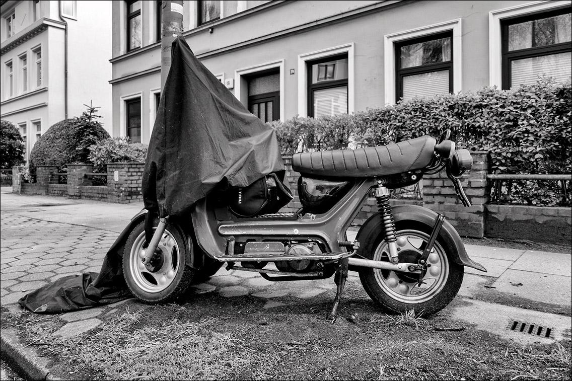 DSC01126 in Unter der Haube – Zweiräder