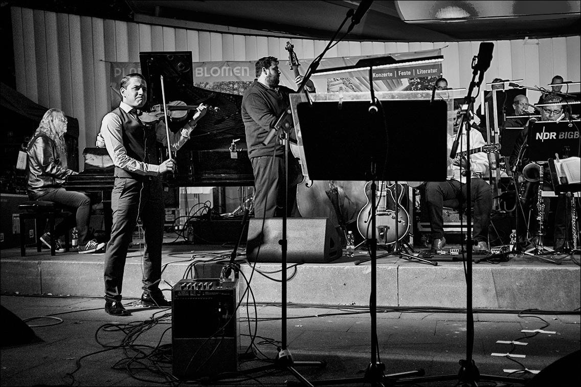 DSCF5692 in NDR Bigband feat. Django Deluxe