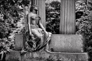 IMG 5520-300x200 in Die Arbeiten des Bildhauers Hans W. Dammann auf dem Friedhof Ohlsdorf