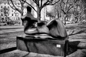 2012 0325BF-300x200 in Henry Moore – Liegende (1979)