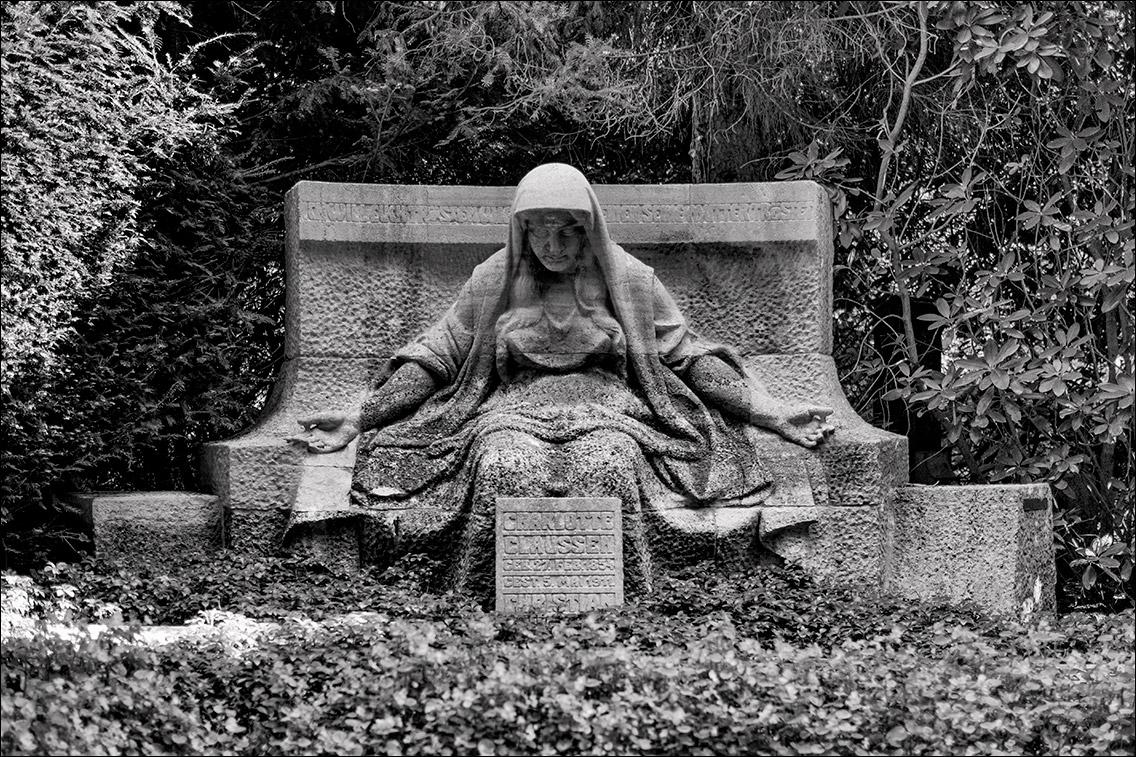 DSCF1350 Claussen in Sitzende Statuen
