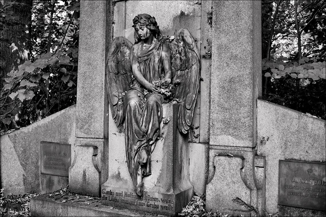 DSCF1399 in Sitzende Statuen