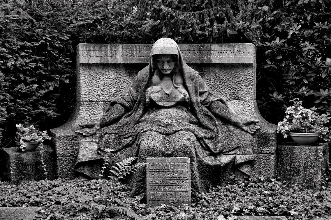 2011 0805DJ Claussen 1912 in Bildhauer Arthur Bock auf dem Ohlsdorfer Friedhof
