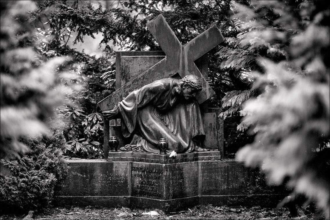2012 12 24 061 Daglioglu Sievers 1933 in Bildhauer Arthur Bock auf dem Ohlsdorfer Friedhof