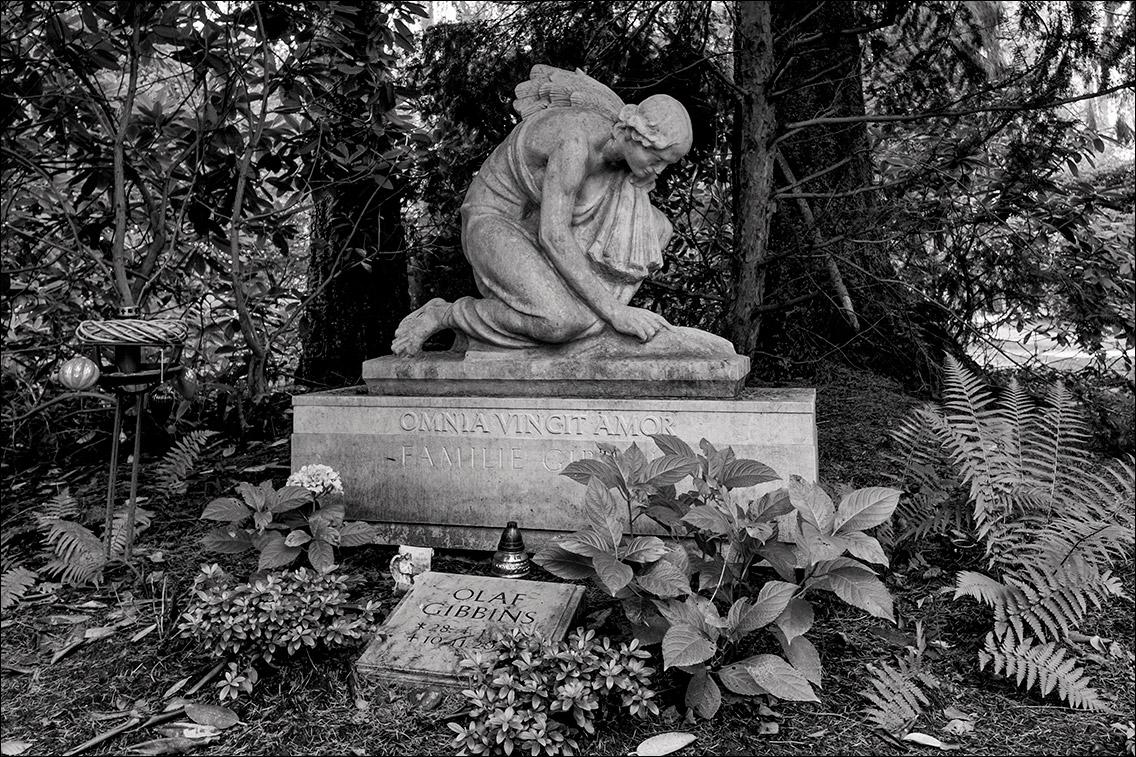 DSF8462 Schoeter Gibbins 1939 in Bildhauer Arthur Bock auf dem Ohlsdorfer Friedhof