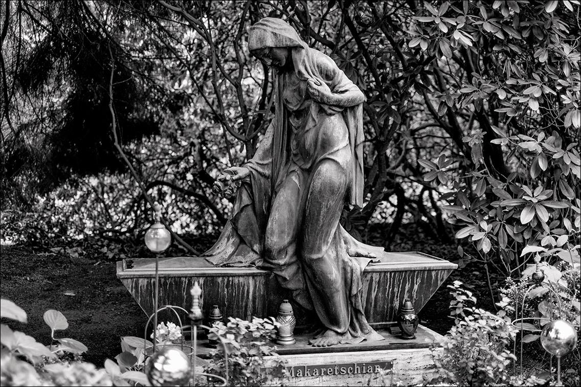 DSF9192 Makaretschian 1927 in Bildhauer Arthur Bock auf dem Ohlsdorfer Friedhof
