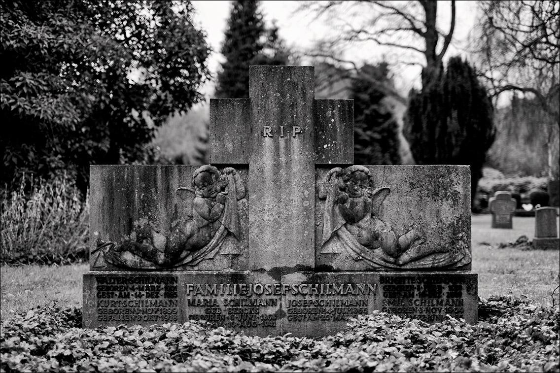 DSF9263 Schilmann 1925 in Bildhauer Arthur Bock auf dem Ohlsdorfer Friedhof