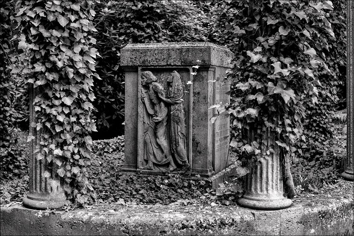 IMGL8849 Troplowitz Mankiewicz 1918 in Bildhauer Arthur Bock auf dem Ohlsdorfer Friedhof
