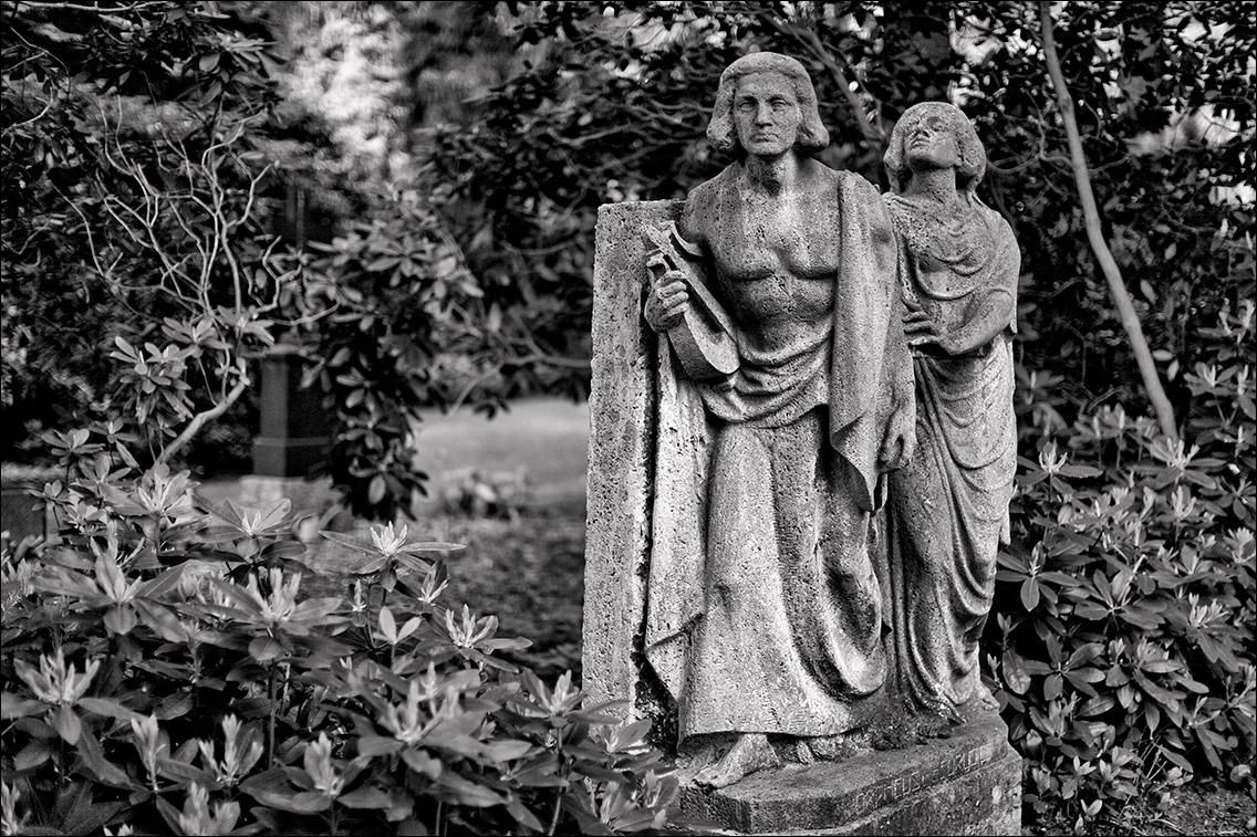 IMG 7082 Schumacher Wulff 1920 in Bildhauer Arthur Bock auf dem Ohlsdorfer Friedhof