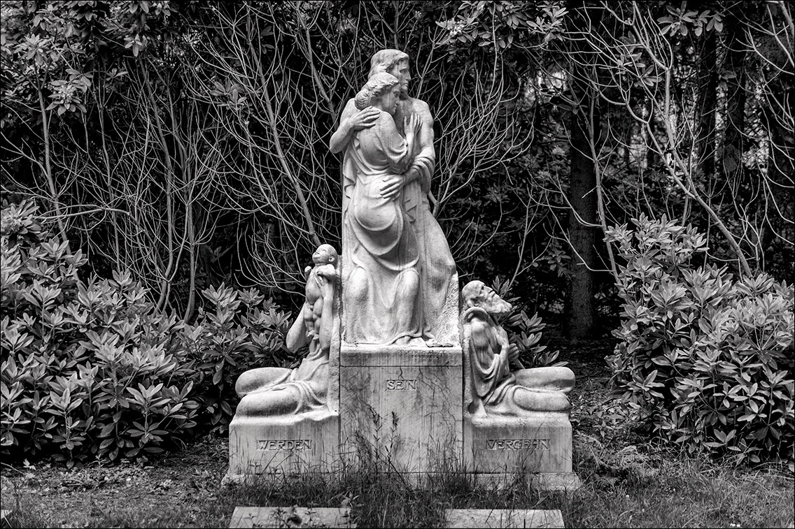 P1010244 Albrecht 1915 in Bildhauer Arthur Bock auf dem Ohlsdorfer Friedhof