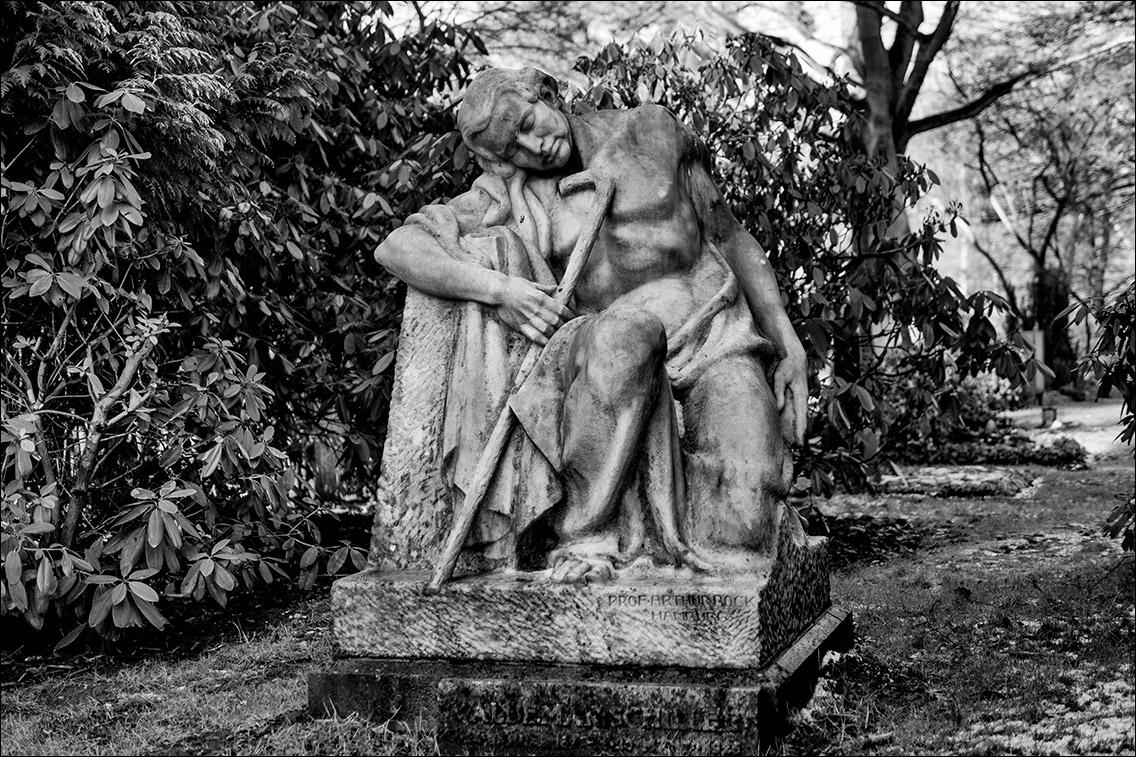 P2020007 Schiller 1925 in Bildhauer Arthur Bock auf dem Ohlsdorfer Friedhof
