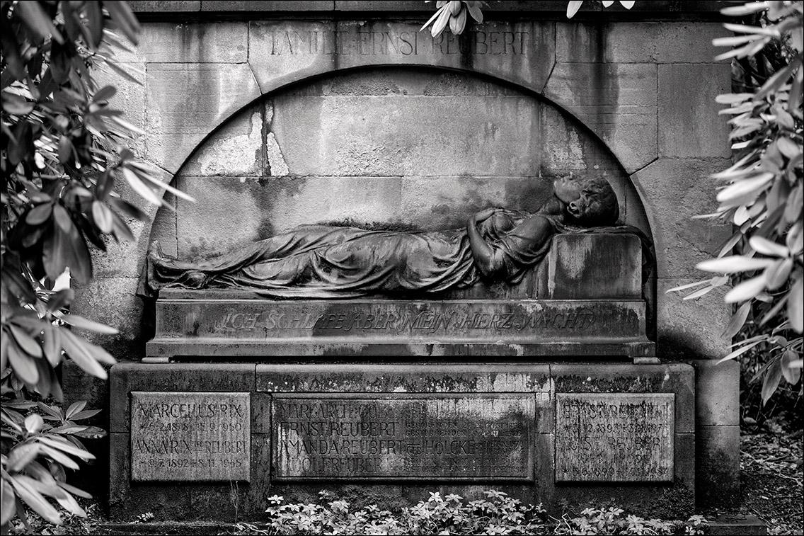 P2060035 Reubert 1919 in Bildhauer Arthur Bock auf dem Ohlsdorfer Friedhof