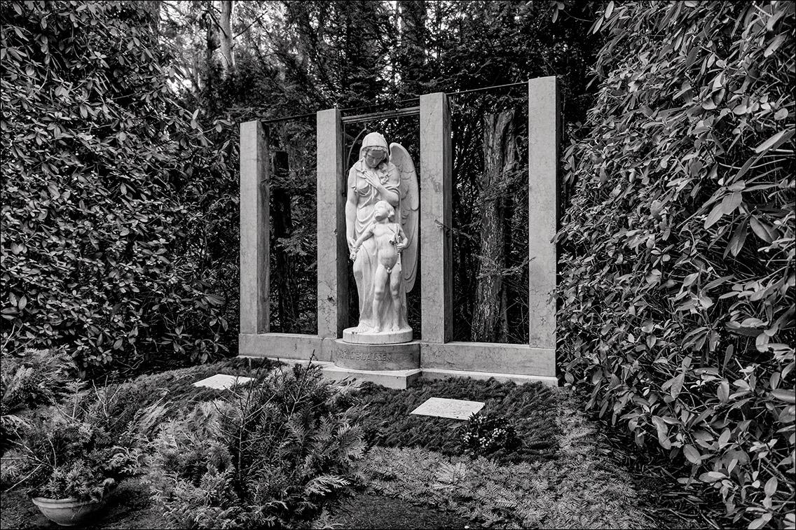 PC312317 Alsen 1925 in Bildhauer Arthur Bock auf dem Ohlsdorfer Friedhof