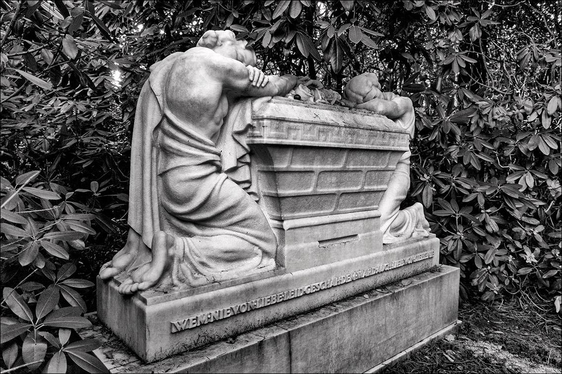 PC312328 Meyer 1929 in Bildhauer Arthur Bock auf dem Ohlsdorfer Friedhof