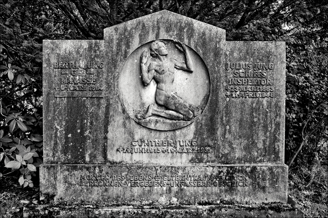2011 0805AK in Bildhauer Arthur Bock auf dem Ohlsdorfer Friedhof