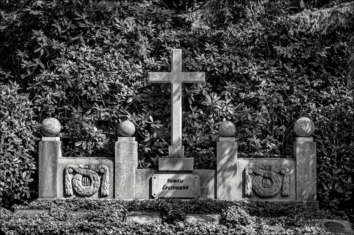 Eversmann DSCF1310 in Bildhauer Arthur Bock auf dem Ohlsdorfer Friedhof
