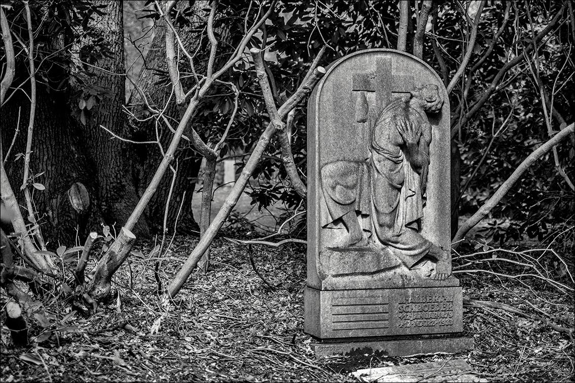 Schroeder DSCF1248 in Bildhauer Arthur Bock auf dem Ohlsdorfer Friedhof
